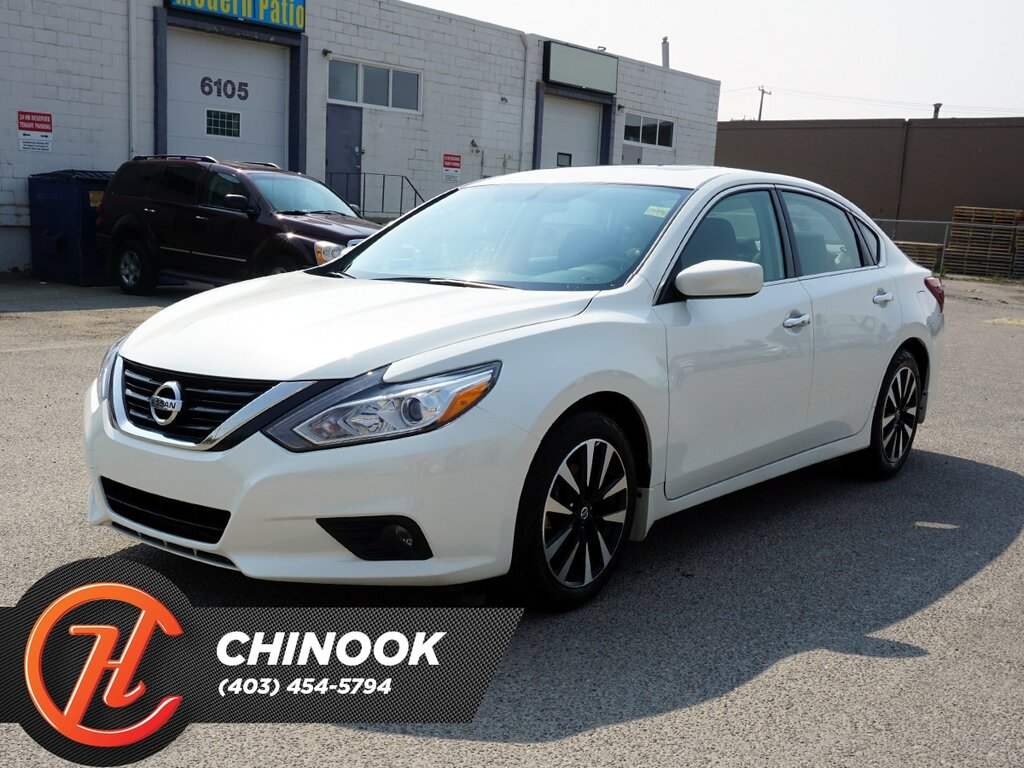 Pre-Owned 2018 Nissan Altima SV w/ Bluetooth,Heated Seats,Backup Cam