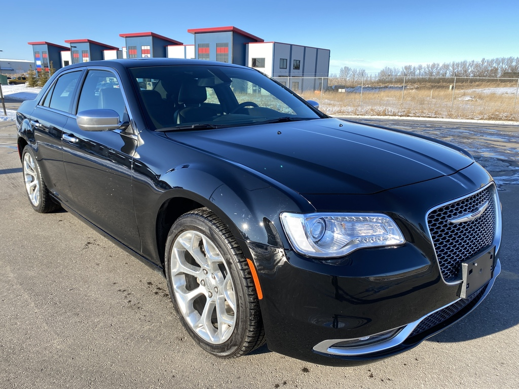 Pre-Owned 2019 Chrysler 300 300C RWD