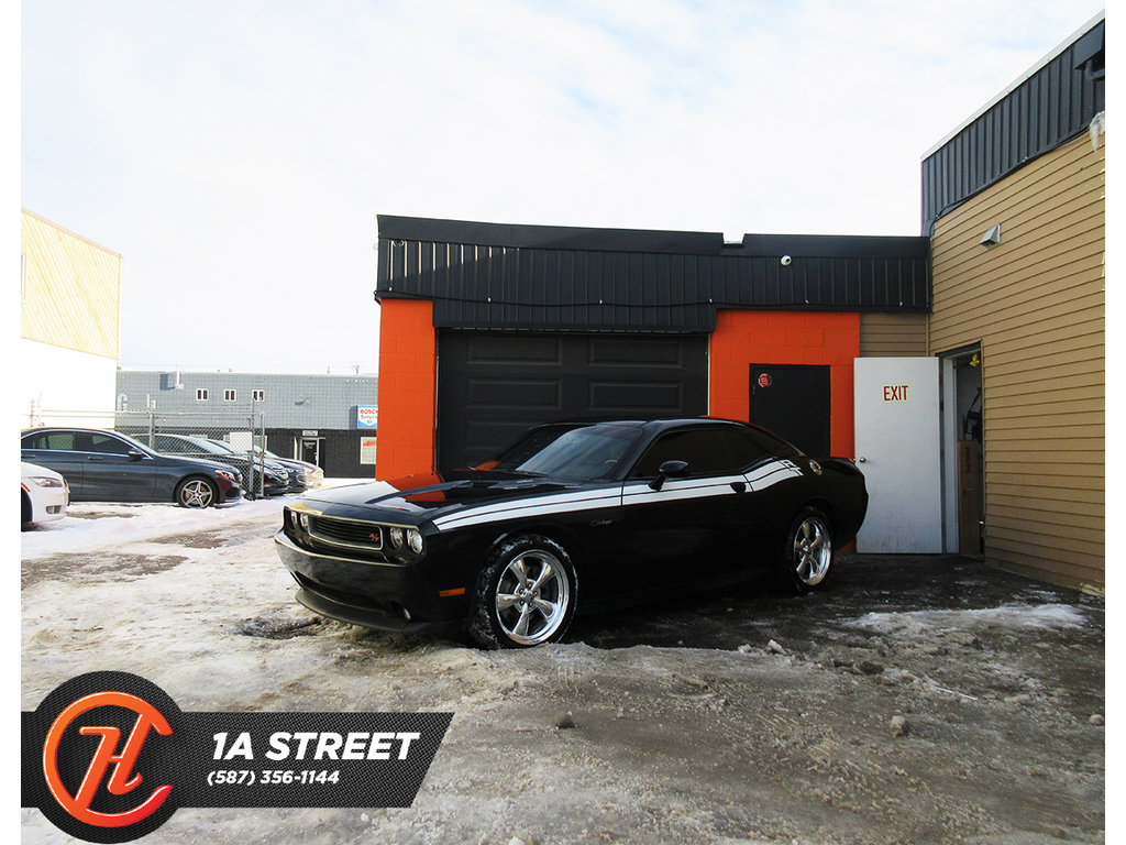 Pre-Owned 2012 Dodge Challenger 2dr Cpe R-T Classic