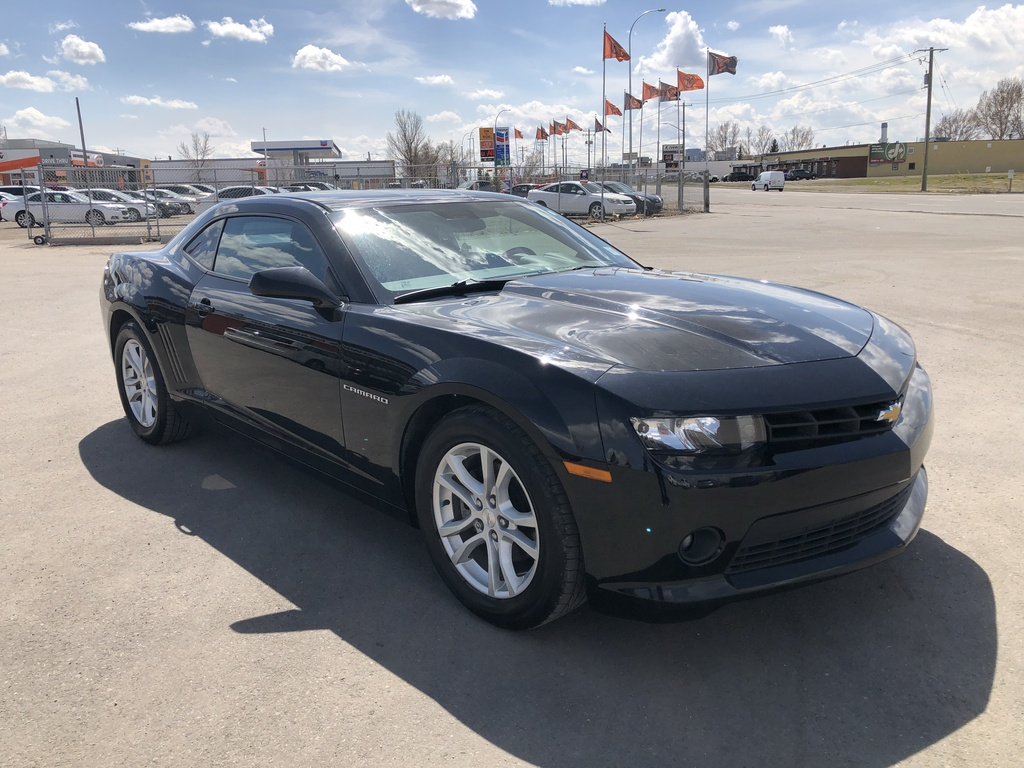 Pre-Owned 2015 Chevrolet Camaro 2dr Cpe LT w-1LT / Bluetooth