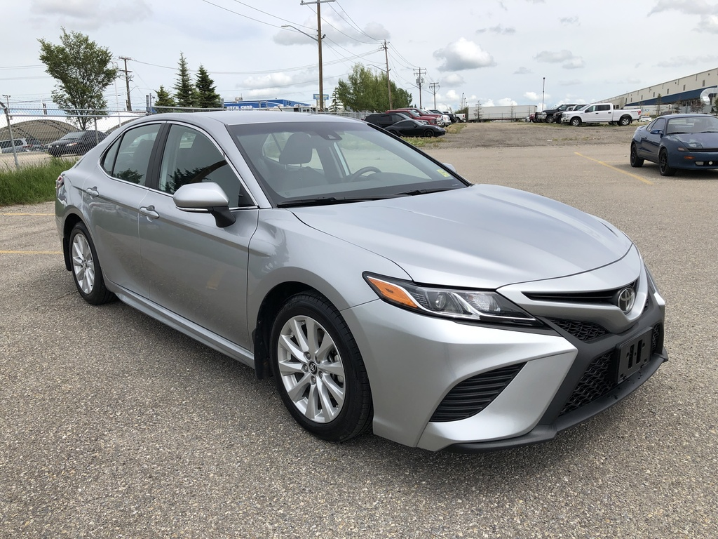 Pre-Owned 2019 Toyota Camry SE / Back up Camera / Heated Seats / Bluetooth