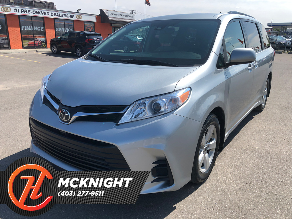 Pre-Owned 2020 Toyota Sienna Back Up Cam / Bluetooth / Power Window / Must See!
