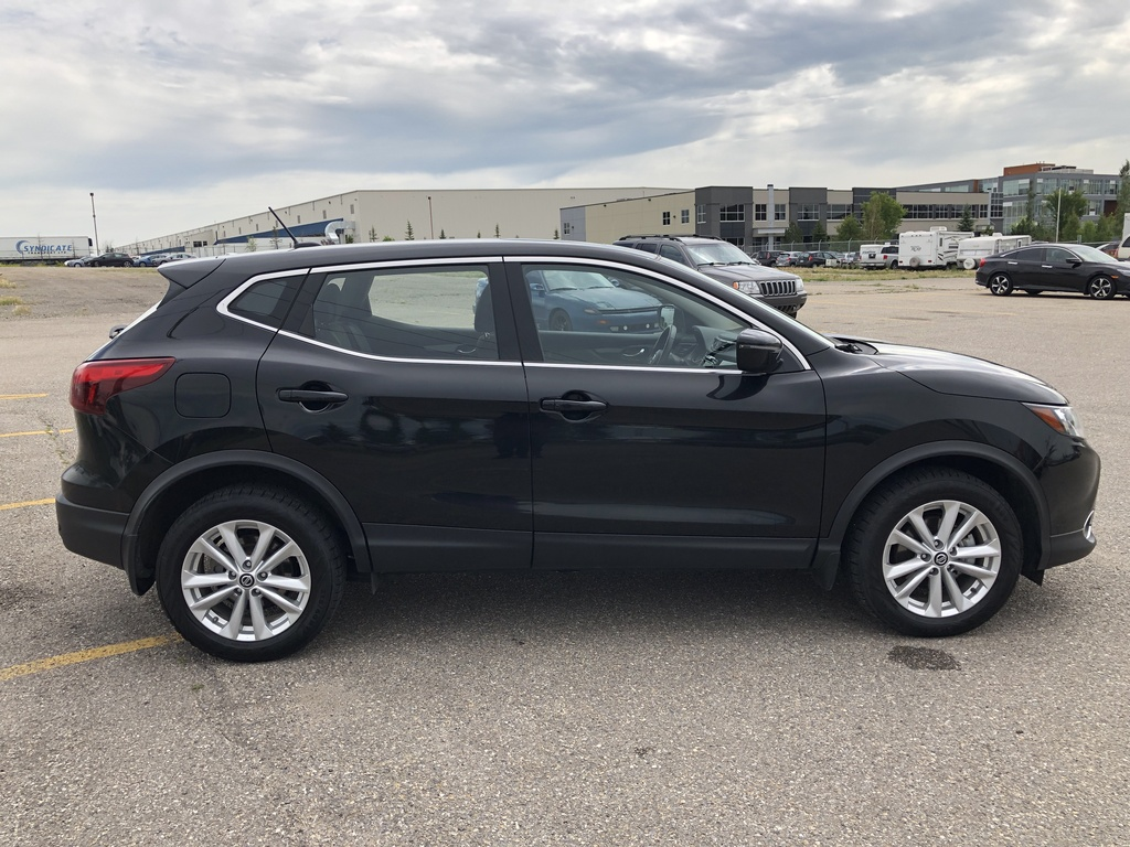Pre-Owned 2019 Nissan Qashqai AWD SV CVT / Sunroof / Heated seats