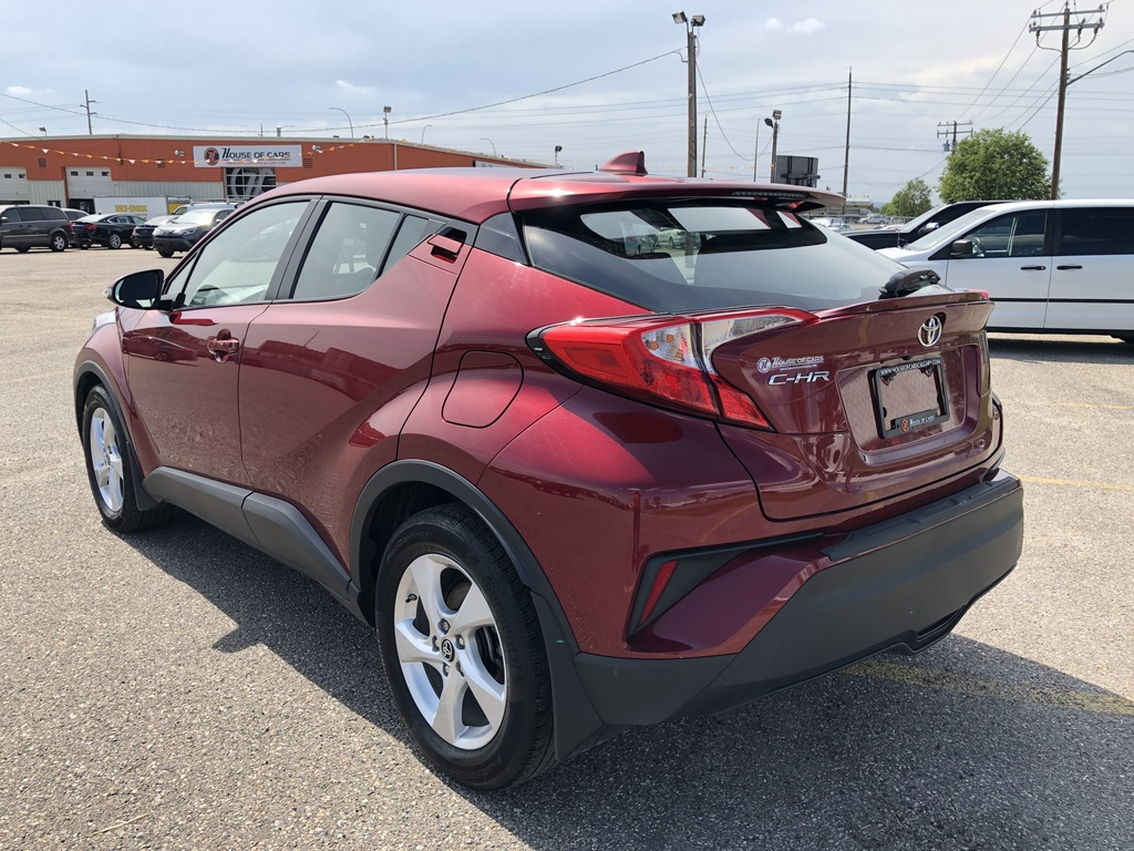 Pre-Owned 2019 Toyota C-HR FWD / Back up cam / Heated seats